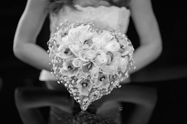 gray_composition_bride_roses_wedding_bouquet_hd-wallpaper-87564