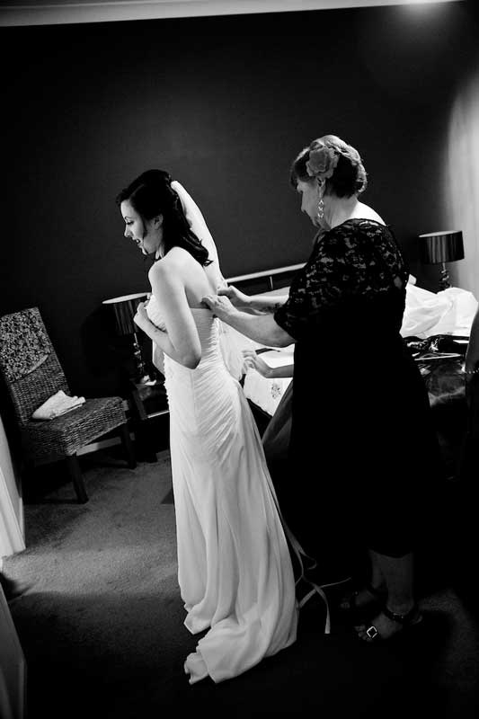 bram-leigh-bride-getting-ready-at-home